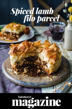 Our spiced lamb filo parcel recipe is packed with Middle Eastern flavour. A mouth-watering mixture of lamb, harissa, pine nuts and feta come together to create a comforting weekend dinner to feed all the family. Quiches, Filo Pastry Pie, Filo Parcels, Lamb Pie, Savoury Baking, Savoury Pies, Lamb Dishes, Lamb Recipes, Meat Recipes