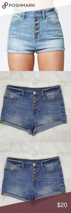   Kendall Kylie   Super High Rise Shorts Kendall Kylie Super High Rise shorts Light wash Size 9 GUC Kendall & Kylie Shorts Jean Shorts