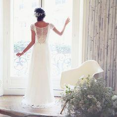 Robe de mariee fluide Amarildine Straight Wedding Dresses, White Wedding Dresses, Bridal Dresses, Bridesmaid Dresses, Happy Wedding Day, Sister Wedding, Wedding Attire, Wedding Bride, Video Rosa