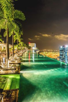 "italian-luxury: "" Infinity Pool, Marina Bay Sands """