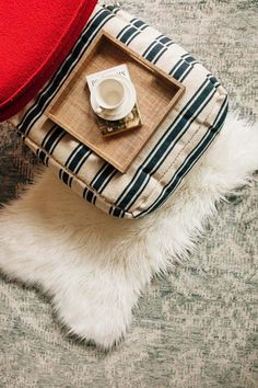 3 easy DIY tutorials you can complete in a weekend! (A floor cushion made from a simple throw rug, a faux fur sheepskin and a block printed duvet cover and pillow case. Learn the step by step instructions in our @bemakeful e-lessons.