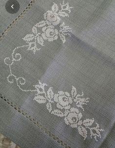 Beaded Cross Stitch, Cross Stitch Borders, Cross Stitch Flowers, Cross Stitch Designs, Cross Stitch Patterns, Kasuti Embroidery, Embroidery Stitches, Hand Embroidery Designs, Embroidery Patterns