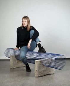 Garden bench - How to Garden-Design Concrete Furniture, Bench Furniture, Urban Furniture, Street Furniture, Cheap Furniture, Furniture Design, Plywood Furniture, Luxury Furniture, Old Chairs