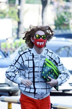 Heechul's hair is so majestic xD I also love his sweater and sunglasses !