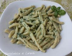Pasta con pesto di basilico e pinoli