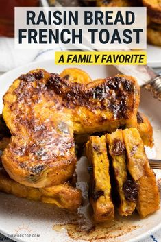 We love waking up to Raisin Bread French Toast! This is such an easy breakfast recipe, and the entire family Best Breakfast Recipes, Quick And Easy Breakfast, Sweet Breakfast, Brunch Recipes, Breakfast Ideas, Breakfast Buffet, Brunch Ideas, Egg Recipes For Kids, Raisin Bread