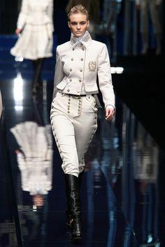 Dolce & Gabbana at Milan Fashion Week Fall 2006 Runway Fashion, High Fashion, Womens Fashion, Fashion Trends, Fashion Design, Milan Fashion, Military Inspired Fashion, Military Fashion, Lolita Mode