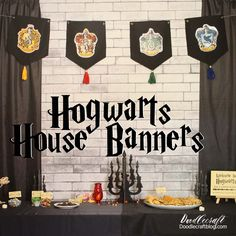 Check out 100 amazing Harry Potter crafts ideas for all ages! From wands to delicious treats, these Harry Potter DIY crafts are a delight. Harry Potter Banner, Harry Potter Fiesta, Décoration Harry Potter, Classe Harry Potter, Harry Potter Bedroom, Harry Potter Decorations Diy, Harry Potter Parties, Harry Potter Library, Harry Harry