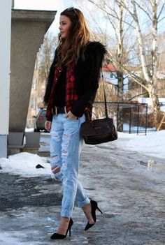 Love the relaxed fit and layers of this 'street style' outfit:plaid shirt over a black tee + distressed 'boyfriend' jeans + furry jacket + suede pointed-toe heels + bag with double zipper + aviator sunnies + leather belt.Casual with a chic touch!