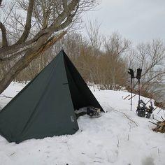 色んな設営アレンジで トレッキングの休憩にも #トレッキング #バックパック #雪中 #Wintercamp #野営 #キャンプ #アウトドア #設営スタイルが色々楽しめる #タープ #タープ泊 #ddtarp #ddhammocks #ddタープ @hirosoutdoor