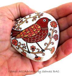 "Previous pinner said, ""My new birdie says hello to you :)"" #paintedstones https://www.facebook.com/ISassiDelladriatico"