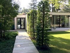 http://leemwonen.nl/interieur-i-binnenkijken-binnenkijken-bij-een-bijzondere-bungalow-van-boxxis-architecten/ #interior #interieur #interiordesign #interieurontwerp #bungalow #architecture #architectuur #modernebungalow #modern #modernhuis #huis #villa #vrijstaandebungalow #glazenpui #glas #glass #windows #glassdoors #wood #nature #naturel #natural #garden #tuin #outdoor #tuinontwerp #gardendesign #bos #bosrijkeomgeving #zichtlijn www.boxxisarchitecten.nl