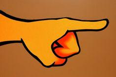 Pare de culpar os outros por seus problemas Quando algo acontece de errado, você tende a procurar culpados, como se isso fosse suavizar qualquer tipo de problema que tenha acontecido. Não negue sua responsabilidade culpando os outros, assuma e tome o controle!