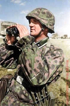 """A Waffen-SS NCO of the SS Division """"Totenkopf"""" poses for SS-Kriegsberichter (war corespondent) Ernst Baumann. Ww2 Uniforms, German Uniforms, German Soldiers Ww2, German Army, Raza Aria, Operation Barbarossa, Germany Ww2, War Photography, Camouflage"""