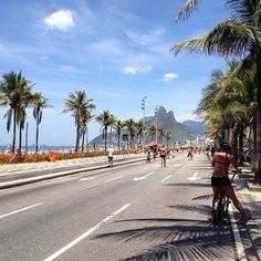 O Posto 9, na Praia de Ipanema, zona sul da cidade do Rio de Janeiro, no estado do mesmo nome — Região Sudeste do Brasil.