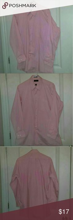 """Mens Med 32/33 15""""-15 1/2"""" Pink Dress Shirt This mens dress shirt is LIKE NEW, VERY well cared for. Has ALL of its extra buttons as well!  1) Pink Covington Long Sleeved Mens Button Up Dress Shirt - 15""""-15 1/2"""" 32/33 Medium (According To Tag)  Please let me know if you have any questions about this item.  SMOKE & PET FREE HOME Covington Shirts Dress Shirts"""
