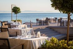 Close your eyes and imagine yourself 𝒽𝑒𝓇𝑒! Leading Hotels, Outdoor Furniture Sets, Outdoor Decor, Beautiful Hotels, World Traveler, Luxury Travel, Athens, Gastronomy Food, Table Decorations