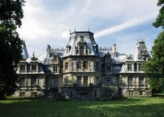 The Beautiful Country, Beautiful Places, Paradise On Earth, Medieval Fantasy, Homeland, Places To Visit, Paris, Mansions, House Styles