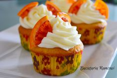 Cupcakes cu portocale si frosting de branza Cupcakes, Frosting, Desserts, Cheesecake, Recipes, Food, Tailgate Desserts, Cupcake Cakes, Deserts