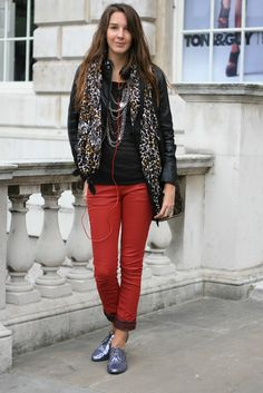 nice outfit with red jeans, animal print and glitter shoes