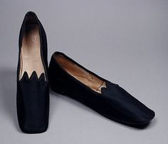 Pair of women's slippers, wool twill with suede soles, c. probably American. 60s Shoes, Mode Shoes, Vintage Shoes, Vintage Outfits, Vintage Fashion, Victorian Shoes, Civil War Fashion, Corset, Historical Clothing