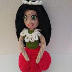 Háčkovaná panenka převlékací Crochet Dolls, Crochet Hats, Tatoo, Crocheted Hats, Crochet Doilies