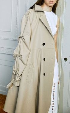 This **Jonathan Simkhai** Twill Tucked Sleeve Trench Coat features a classic design with dropped shoulders for a relaxed feel, gathered sleeves and an asymmetrical hem. Runway Fashion, Hijab Fashion, Fashion Dresses, Stylish Coat, Fashion Details, Fashion Design, Coats For Women, Street Style, Jonathan Simkhai