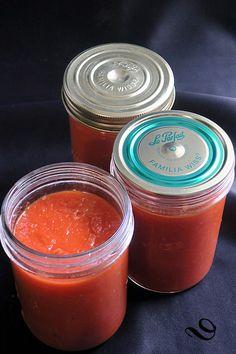 Coulis de tomate maison - du pain sur la planche.....ou nourrir sa tribu Dried Fruit, Pain, Cantaloupe, Food, Cooking, Recipes, Grout, Preserves, Tomatoes