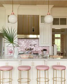 Looking for dream kitchen inspiration? Be tempted by these stunning nature inspired luxurious kitchens by top interior designers! Home Decor Kitchen, Kitchen Interior, Home Kitchens, Tuscan Kitchens, Pink Kitchens, Condo Kitchen, Kitchen Cleaning, Kitchen Cabinets, Cuisines Design