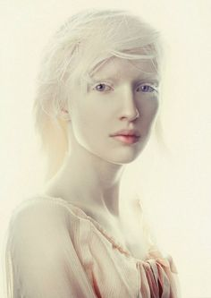 Connie Chiu, modelThe first albino asian model.