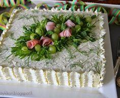 Aina on aihetta leipoa kakku. Cucumber Cream Cheese Sandwiches, Veggie Quinoa Bowl, Meat Trays, Fish Salad, Sandwich Cake, Food Decoration, Savoury Cake, Antipasto, Wedding Cake Toppers