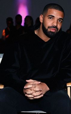 His hands look so soft and delicate.they must be held! Only Drake, Drake Rock, Drake Wallpapers, Iphone Wallpapers, Drake Photos, Drake Drizzy, Drake Graham, Aubrey Drake, Popular People