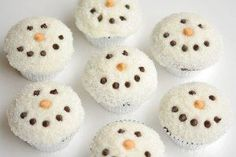 Easy Snowman Cupcakes - one little project at a time || Christmas Cupcakes Kids Can Make: 15 Festive Holiday Treats! || Letters from Santa Blog