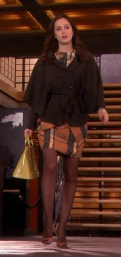 New Diane Von Furstenberg Abbe Cape Sweater Seen on Blair Waldorf in Gossip Girl Gossip Girl Blair, Gossip Girls, Blair Waldorf Gossip Girl, Gossip Girl Seasons, Gossip Girl Outfits, Gossip Girl Fashion, Blair Fashion, Fashion Idol, Love Fashion