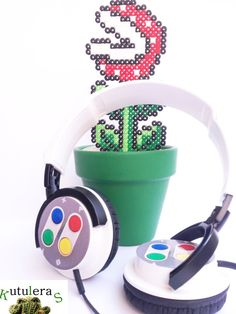 Headphones for admirers of nes are here! Always is a good time to put on your headphones, turn your old nes and make a few games of mario or donkey kong! They no longer make games like those. Here's a video to remember those games ... http://www.youtube.com/watch?v=w9V-A_26s0M (Vase not included)