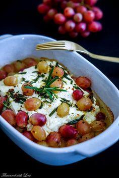 Gebackener Feta mit Rosmarin-Weintrauben
