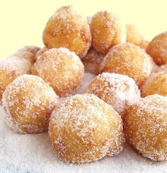 Italian carnival fritters made with Strega liqueur. A special sweet eaten during carnival period. Donut Recipes, Snack Recipes, Dessert Recipes, Snacks, Medieval Recipes, Ancient Recipes, Just Desserts, Delicious Desserts, Yummy Food