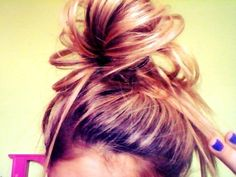 messy bun tricks. Super cute