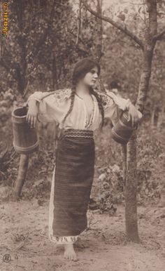 beautiful romanian girl going to the river for water Vintage Pictures, Old Pictures, Vintage Images, Old Photos, Traditional Art, Traditional Outfits, Romania People, Gypsy Culture, Popular Costumes