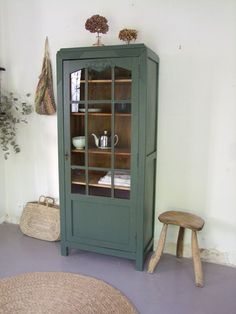 upcycling möbel The small cabinet from the It offers a large storage capacity. Upcycled Furniture, Vintage Furniture, Painted Furniture, Home Furniture, Furniture Design, Garden Furniture, Armoire Makeover, Furniture Makeover, Painted Armoire