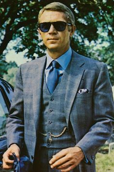 Steve McQueen plays the most stylish anti-hero ever to appear on screen in The Thomas Crown Affair. Directed by Norman Jewison in McQueen acts the part of a debonair ecutive with plans to. Brad Pitt, Film Top Gun, Carrie Anne, Thelma Et Louise, Steve Mcqueen Style, Thomas Crown Affair, Deneuve, Film Inspiration, Best Mens Fashion