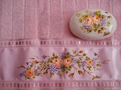 Pintura em toalhas de mão e sabonetes