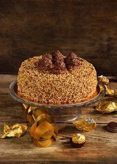 Torta Ferrero Rocher…per non farsi mancare nulla! Cheesecake Ferrero Rocher, Torta Ferrero Rocher, Tostadas, Healthy Cheesecake, Torte Cake, Mini Desserts, Creative Food, Chocolate Recipes, No Bake Cake