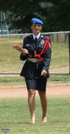 Serbian Gendarmery Chief of Protocol image - Females In Uniform (Lovers Group) Female Pilot, Female Soldier, Amazing Women, Beautiful Women, Idf Women, Female Police Officers, Female Fighter, Military Women, Girls Uniforms