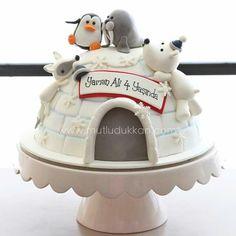 cute Igloo Cake with sweet little Animals