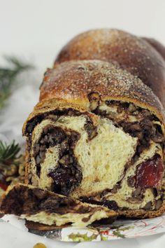 Cozonac pufos cu nuca | Pasiune pentru bucatarie Romanian Desserts, Romanian Food, Romanian Recipes, New Dessert Recipe, Babka Recipe, Artisan Food, Just Bake, Pastry And Bakery, Brownie