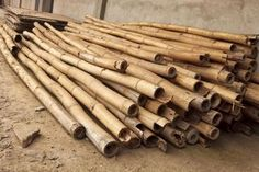 How to Cure Bamboo. Making crafts out of bamboo can be fun. However, before you can use bamboo you need to let it dry out. This process is called curing bamboo. If you leave bamboo to air dry, it can take 6 to 12 weeks. Bamboo Art, Bamboo Fence, Bamboo Ideas, Bamboo House, Bamboo Landscape, Bamboo Furniture, Handmade Furniture, Handmade Home, Bamboo Wind Chimes