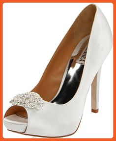 8b531f300c304 Brides   Grooms paired with Bouquets   Shoes Wedding Style