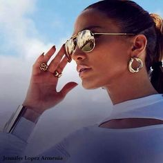 If you gravitate toward a polished, high ponytail, you're most likely goal-oriented.You're also considered to be athletic and logical ( Jennifer Lopez )