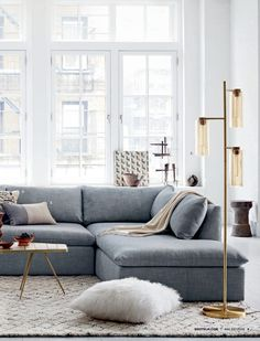 FA16D1_01_EverydayLuxe.indd 6/14/16 7:54 AM PAGE 4 SHELTER SECTIONAL Everyday comfort is a sofa with sink-right-in cushions (these are reversible!). With